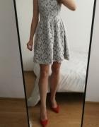 Szara sukienka koronkowa rozkloszowana...