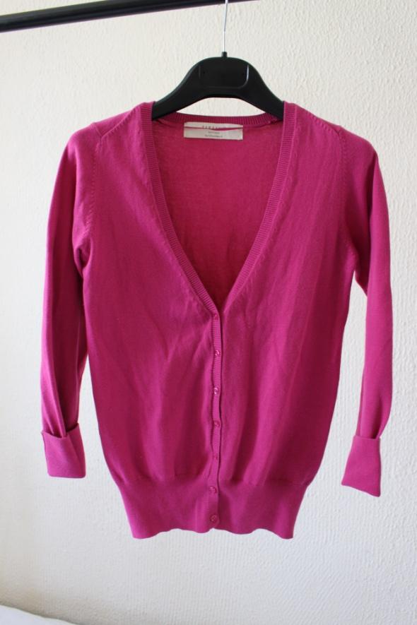 różowy sweter na guziki zara s