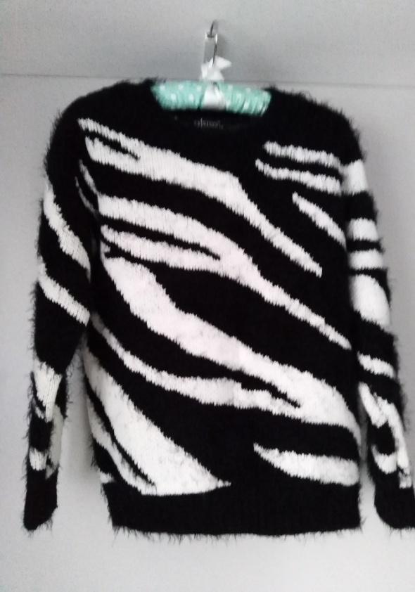 sweter 36 z motywem zwierzęcym