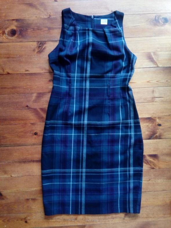 Ołówkowa sukienka w kratę M