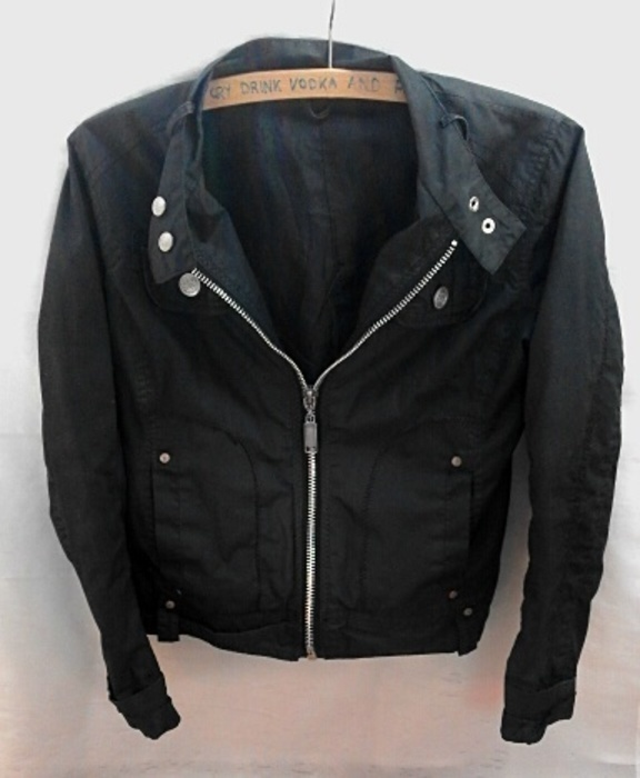 czarna kurtka xss