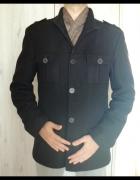 Czarny płaszcz męski...