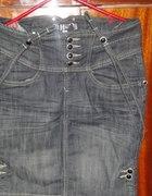 jeansowa spódnica z wysokim stanem i szelkami