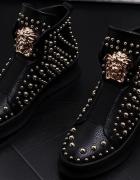 Czarne ćwiekowane botki...