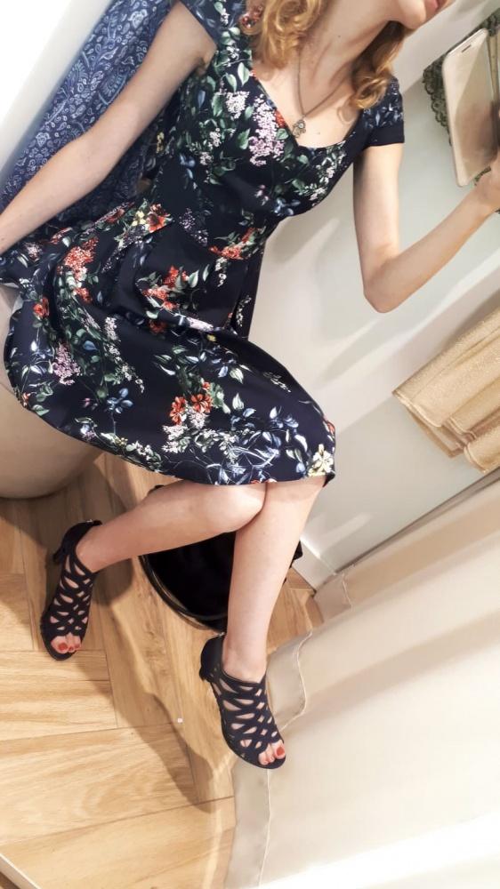 Granatowa sukienka w kwiaty S XS...
