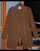 Stylowy brązowy płaszcz na zimę...