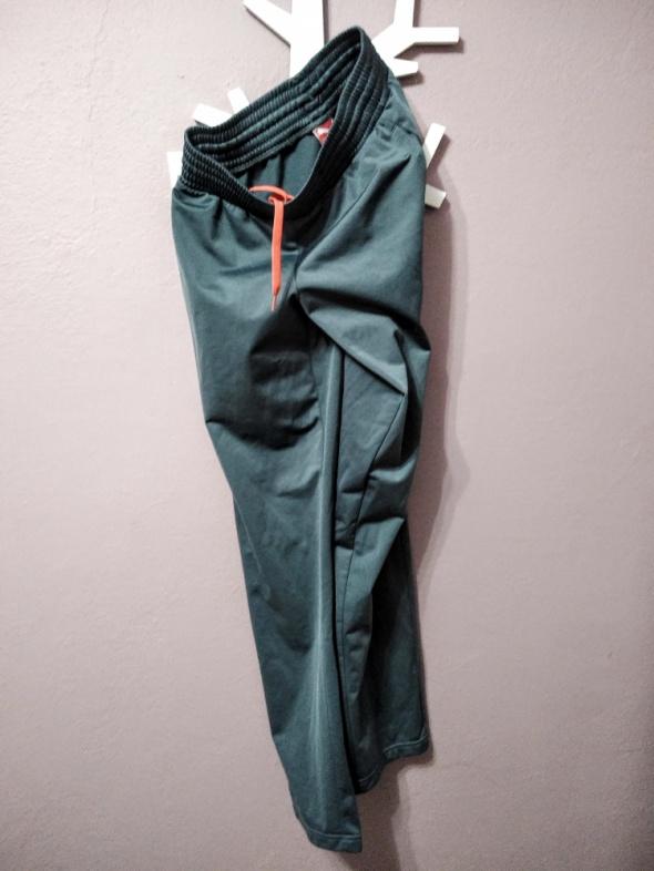 Spodnie dresowe 176