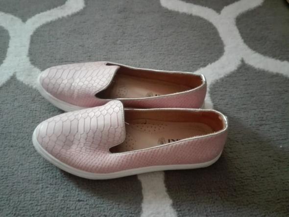 Buty slipy różowe...