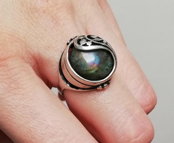 Warmet srebrny pierścionek kopuła z labradorytem