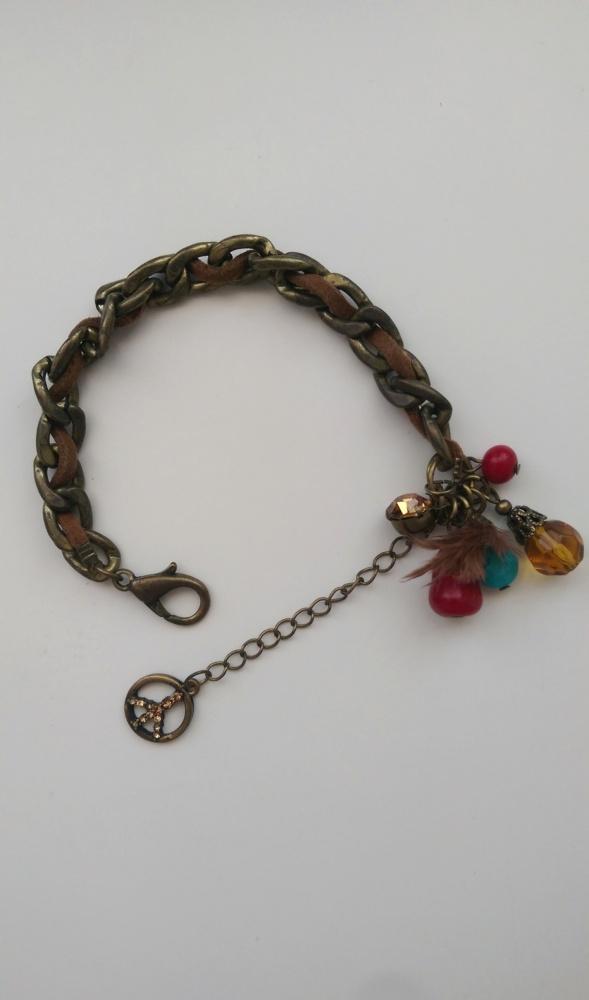 elegancka modna bransoletka z fajnymi dodatkami...