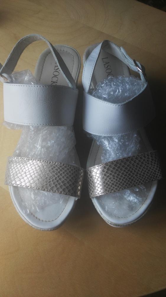 Damskie sandały na koturnie firmy Lasocki37...
