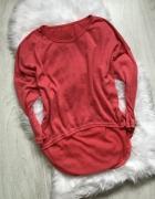 Czerwony sweter oevrsize