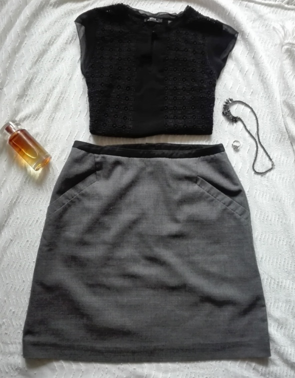 Spódnica szara z czarną lamówką w talii podszewka H&M
