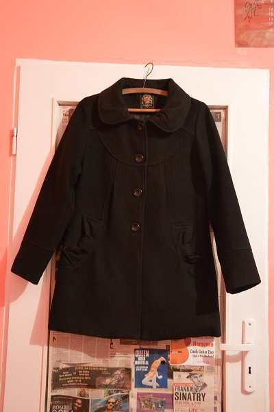 Elegancki czarny płaszcz