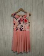 Piękna sukienka w kwiaty...
