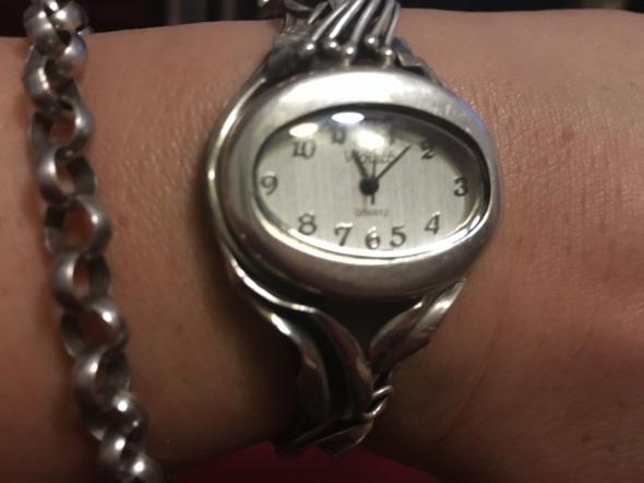 Zegarek srebrny z motywem kwiatowym