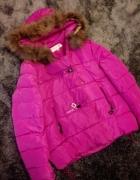 Pikowana różowa kurtka zimowa z futerkiem