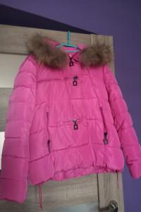 Pikowana różowa kurtka zimowa z futerkiem...
