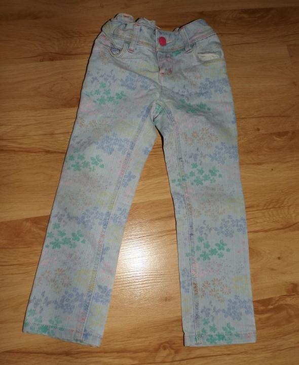 Jeansy w kwiaty na 4 lata