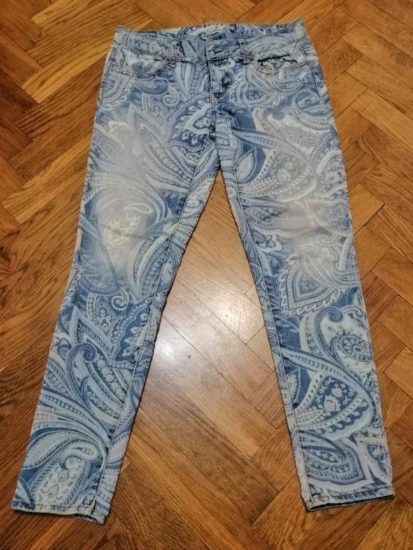Wzorzyste jeansy