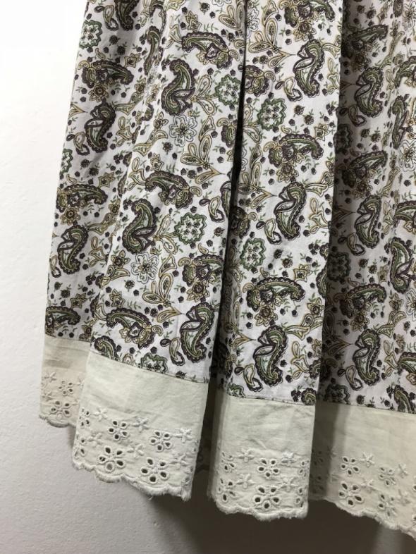 Rozkloszowana spódnica we wzory...