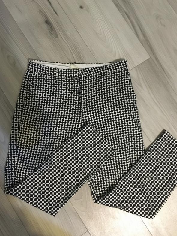 Eleganckie spodnie we wzorki...