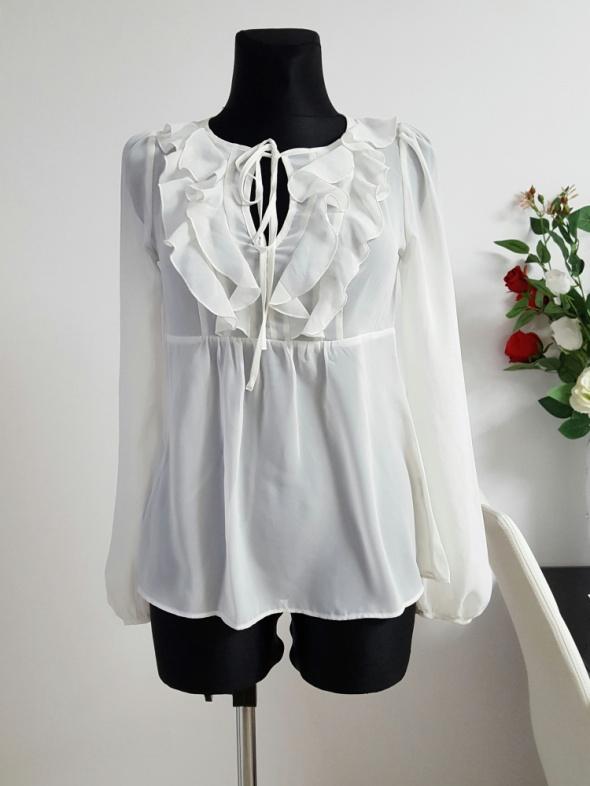biała bluzka z falbanami...
