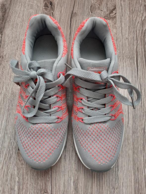 Sportowe obuwie damskie w Szafa.pl – buty sportowe i do biegania