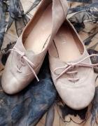 wiązane balerinki...