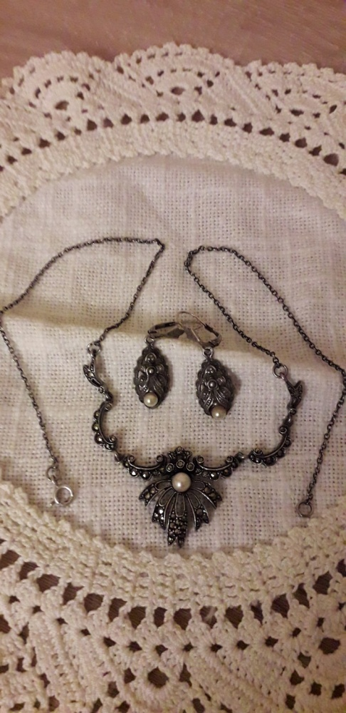 Kolczyki z markazytami i perłą do naszyjnika