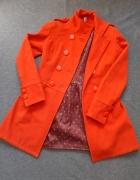 jesienny pomarańczowy płaszcz