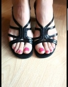 Czarne lakierowane sandałki...