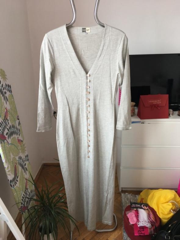 Szara dluga sukienka na bezowe guziki Staccato r M