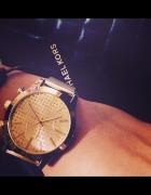 Zegarek na bransolecie kolor złoty tarcza cyrkonie