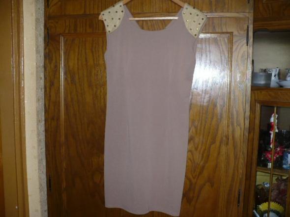 Sukienka z ćwiekami...