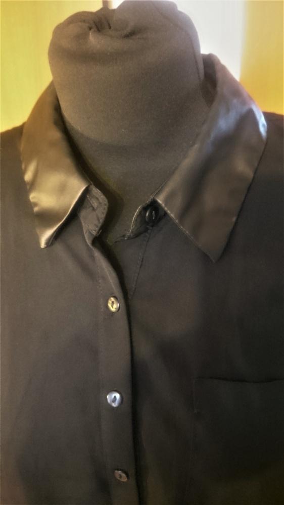 Bluzeczka z kołnierzykiem skórkowym...