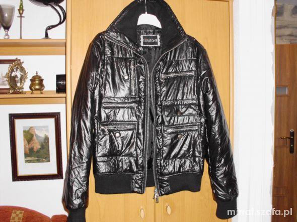 Czarna pikowana kurteczka na zimę