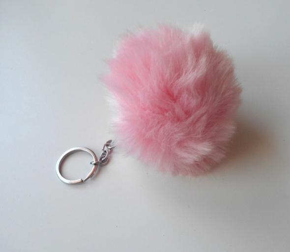 brelok nowy puszek pompon futerko różowy