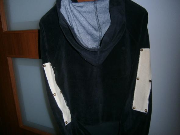czarna bluza z kapturem UPS...