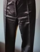 Czarne spodnie z połyskiem...