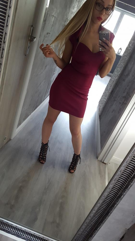 obcisła bordowa sukienka dekolt 36...