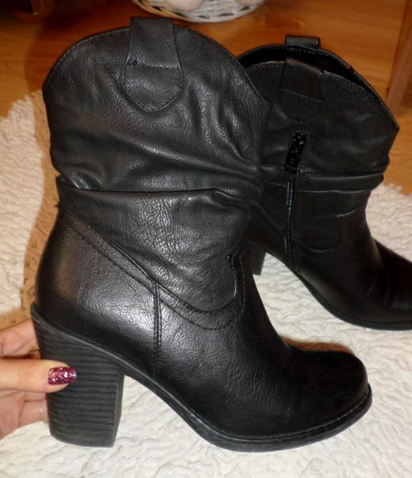 Czarne eleganckie botki na obcasie rozmiar 36
