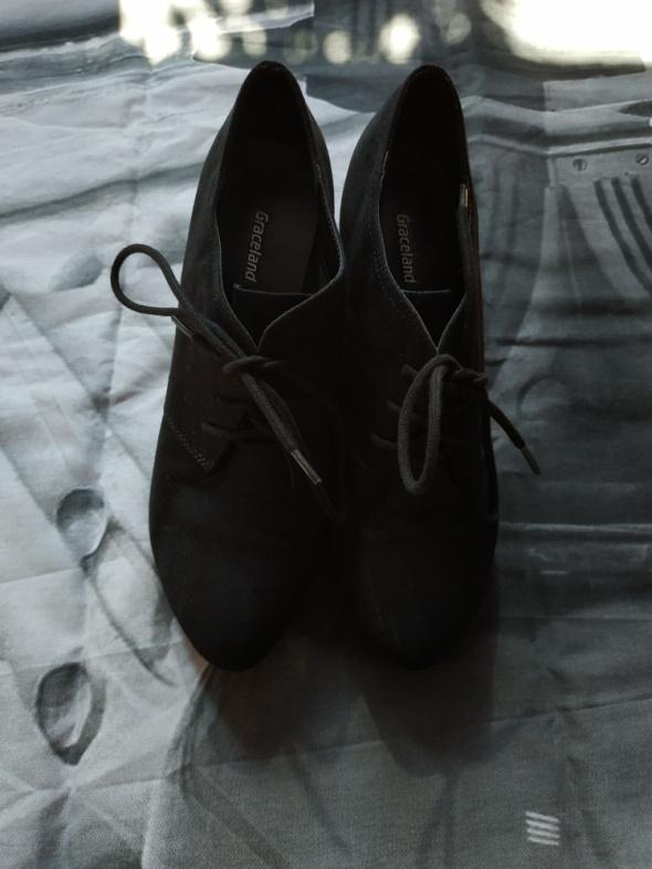 Czarne sznurowane półbuty rozmiar 39