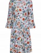 Niebieska sukienka w kwiaty sznurowany dekolt...