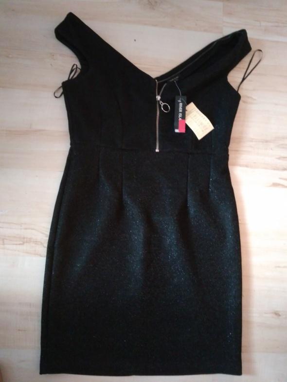 Czarna mieniąca się sukienka na sylwestra...