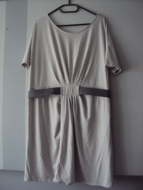 oryginalna sukienka Monnari