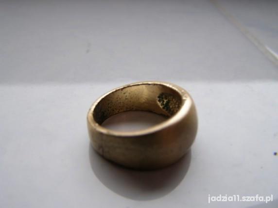 złota obrączka