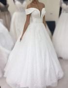 Błyszcząca gorsetowa suknia ślubna...