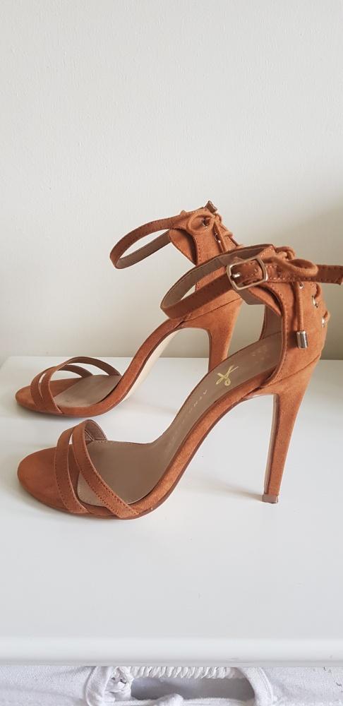 Sandały Sandalki z paskami 36