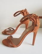 Sandalki z paskami 36...